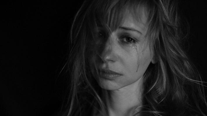 התמודדות עם אלימות נגד נשים במערכת יחסים זוגית בעת משבר הקורונה: סקירה בין-לאומית